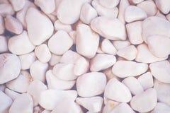 Modelo blanco de las piedras decorativas en la luz de la mañana Fotografía de archivo libre de regalías