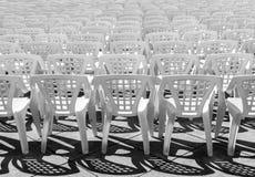 Modelo blanco plástico vacío vacante de las sillas foto de archivo