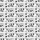 Modelo blanco y negro inconsútil del corazón en la fuente blanca libre illustration