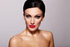 Modelo bonito com composição brilhante imagens de stock royalty free