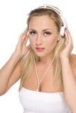 Modelo bonito con el auricular blanco Fotografía de archivo