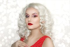 Modelo bonito Cute Make de Brunnete da mulher das mulheres da menina acima imagem de stock royalty free
