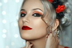 Modelo bonito Cute Make de Brunnete da mulher das mulheres da menina acima fotografia de stock royalty free