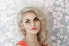 Modelo bonito Cute Make de Brunnete da mulher das mulheres da menina acima imagens de stock royalty free