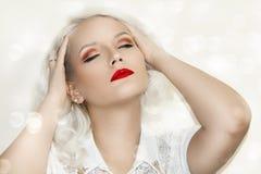 Modelo bonito Cute Make de Brunnete da mulher das mulheres da menina acima fotos de stock