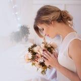 Modelo bonito da mulher com composição diária fresca e Fotografia de Stock Royalty Free
