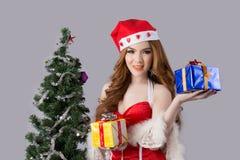 Modelo bonito da mulher de Ásia na roupa de Santa Claus Imagem de Stock