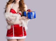 Modelo bonito da mulher de Ásia na roupa de Santa Claus Fotografia de Stock