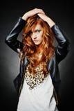 Modelo bonito do penteado da forma Fotografia de Stock