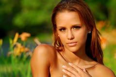 Modelo bonito em um campo Imagens de Stock Royalty Free