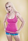 Modelo bonito que desgasta o cor-de-rosa Foto de Stock