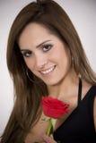 Modelo brasileño con una Rose Imágenes de archivo libres de regalías
