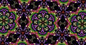 Modelo caleidoscópico en fondo oscuro en colores vibrantes Fotografía de archivo libre de regalías