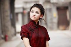 Modelo chino del cheongsam Fotografía de archivo libre de regalías