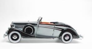 Modelo clásico retro del coche del vintage negro y gris del color aislado en el fondo gris blanco Fotos de archivo libres de regalías