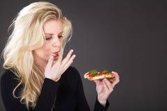 Modelo com pizza Fotografia de Stock Royalty Free