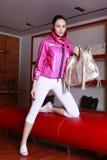 Modelo com saco e roupa de HOGAN Fotos de Stock Royalty Free