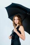 Modelo con el paraguas Fotos de archivo libres de regalías
