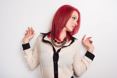 Modelo con el pelo rojo vivo Imágenes de archivo libres de regalías