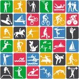 Modelo con los iconos del deporte Foto de archivo