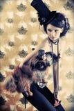 Modelo con un perro Imagenes de archivo
