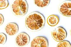 Modelo cortado secado del fondo del limón aislado Imagen de archivo