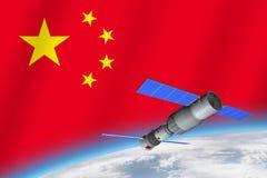 modelo 3D de la estación espacial del ` s Tiangong-1 de China que está en órbita la tierra del planeta con la bandera de China en libre illustration
