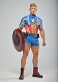 Modelo da aptidão no traje do super-herói Fotografia de Stock