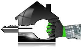 Modelo da casa com chave em uma mão coberta Fotografia de Stock