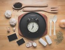 Modelo da cozinha da vista superior, utensílios rurais da cozinha na tabela de madeira Imagens de Stock