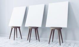 Modelo da lona em cadeiras de madeira na sala vazia Imagem de Stock