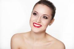 Modelo da mulher nova com os bordos do vermelho do encanto fotografia de stock royalty free
