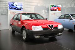 Modelo de Alfa Romeo 164 na exposição no museu histórico Alfa Romeo imagem de stock royalty free