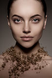 Modelo de alta-costura Girl Estilo P de Vogue da alta-costura da mulher da beleza foto de stock