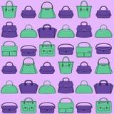 Modelo de bolsos coloridos en fondo púrpura Fotografía de archivo libre de regalías