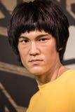 Modelo de cera de Bruce Lee na exposição na senhora Tussauds imagem de stock