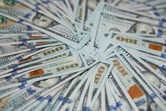 Modelo de cientos billetes de dólar Fotos de archivo