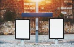 Modelo de dois quadros de avisos em ajustes urbanos Fotos de Stock