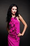 Modelo de fascínio no vestido cor-de-rosa Imagem de Stock Royalty Free