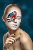 Modelo de forma bonito com arte da cara no estilo do inverno fotos de stock