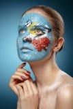 Modelo de forma bonito com arte da cara no estilo do inverno. imagens de stock