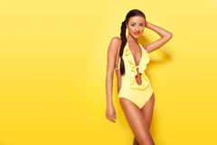 Modelo de forma bonito no Swimwear Fotografia de Stock