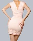 Modelo de forma bonito no vestido cor-de-rosa Fotos de Stock Royalty Free