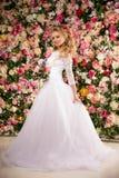 Modelo de forma bonito Noiva sensual Mulher com vestido de casamento Fotografia de Stock Royalty Free