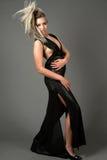 Modelo de forma com vestido e hair-do ascendente do estilo Fotografia de Stock Royalty Free