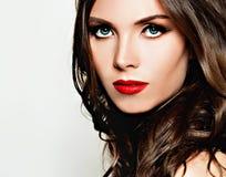 Modelo de forma feminino Menina bonita com cabelo curly imagem de stock royalty free