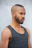 Modelo de forma masculino afro-americano com penteado moderno Fotografia de Stock