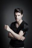 Modelo de forma masculino bonito no estúdio Foto de Stock Royalty Free