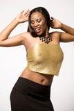 Modelo de forma no preto e no vestido do ouro. Fotos de Stock