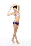 Modelo de forma novo que levanta no swimsuit isolado Imagem de Stock